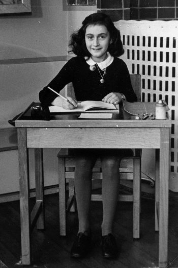 Anne Frank at School 1940 (source: Wikimedia Commons)
