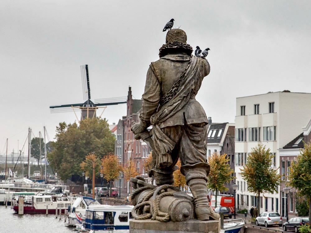 Piet Hein watches over charming Delftshaven