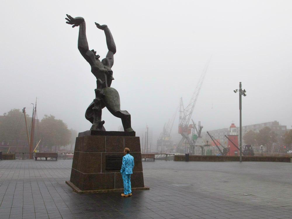 Rotterdam war memorial statue