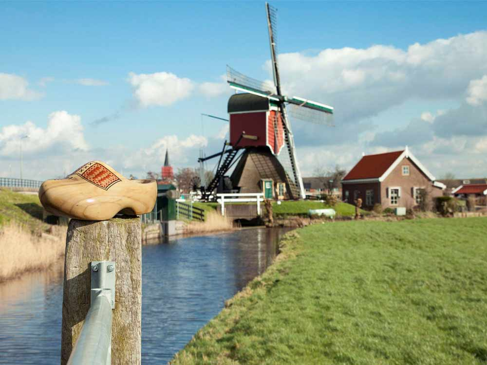 Windmill 'Vrouw Vennemolen' in South Holland