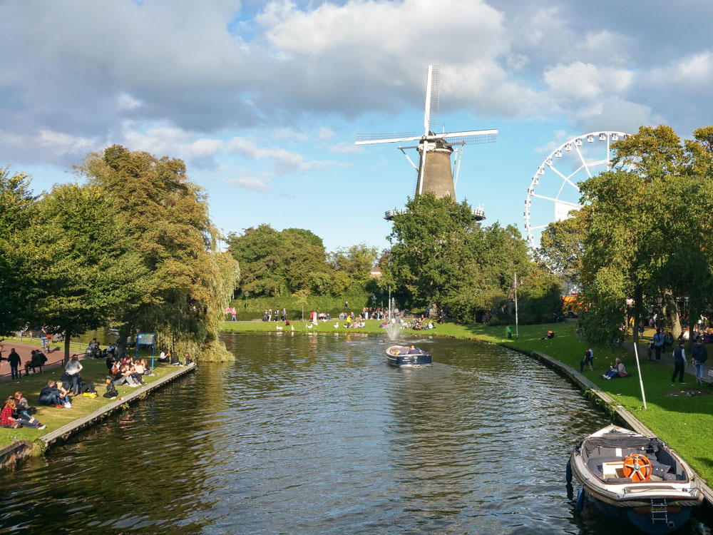 View of the city of Leiden during the 3 October festival