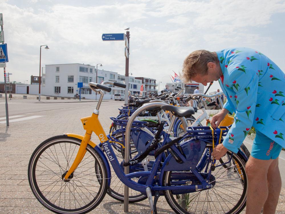 Rent a bike in Leiden and go to the Beach in Katwijk aan Zee