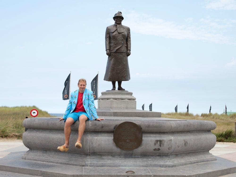 Statue of Queen Wilhelmina at the boulevard in Noordwijk