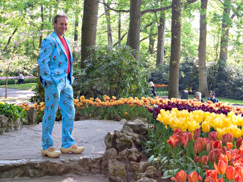 Patrick with Dutch clogs in Keukenhof